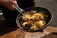 Padella Con Spaghetti Alle Ars...