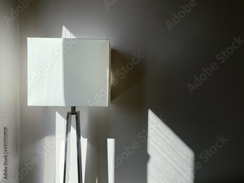 Photo Blank canvas attached to artist easel in apartment