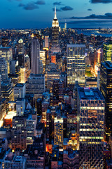 Panel Szklany Nowy York Aerial view of New York City illuminated at night