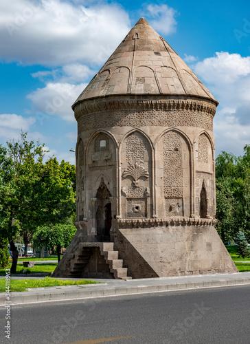 Foto A Seljuk Cupola (Doner Kumbet) in Kayseri.