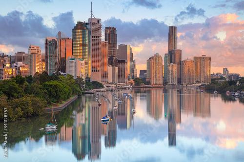 Fototapeta Brisbane. Cityscape image of Brisbane skyline during sunrise in Australia. obraz