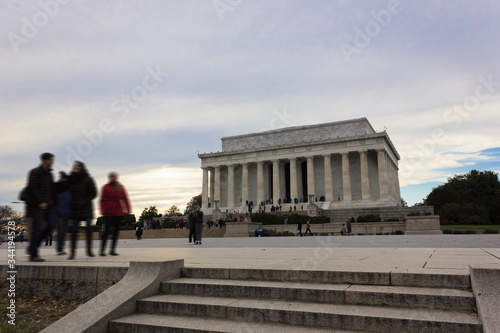 Photo View of the historic Abraham Lincoln Memorial, Lincoln Steps & plaza, Lincoln Me