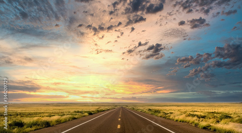 Photo Sunset along Route 66 in Arizona near the Painted Desert