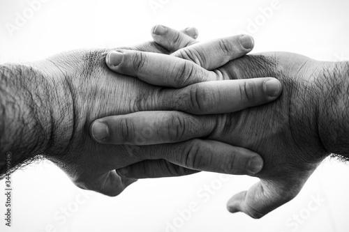 Mãos masculinas entrelaçadas preto e branco Canvas Print