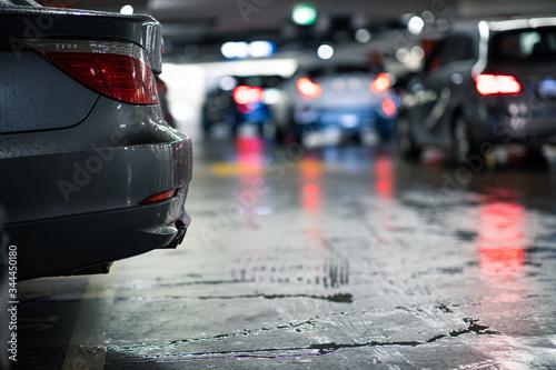 Obraz na plátně Underground parking/garage (shallow DOF; color toned image)