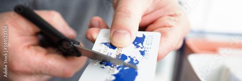 Αφίσα Male hand cutting banking card with scissors