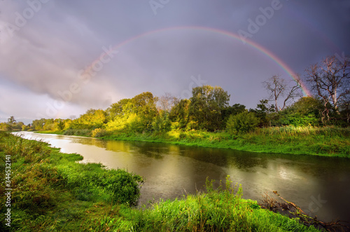 Tęcza nad rzeką Bzurą