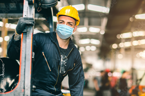 Obraz Worker wear disposable face mask for protection Corona Virus Spreading and Smoke dust air pollution filter in factory for healthy labor care. - fototapety do salonu