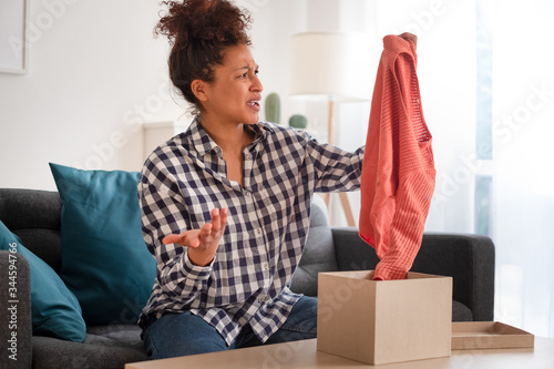 Disappointed customer unboxing wrong item purchased with home shopping Tablou Canvas