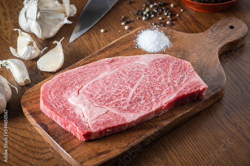 japanese wagyu ribeye beef on wooden cutting board Fototapet