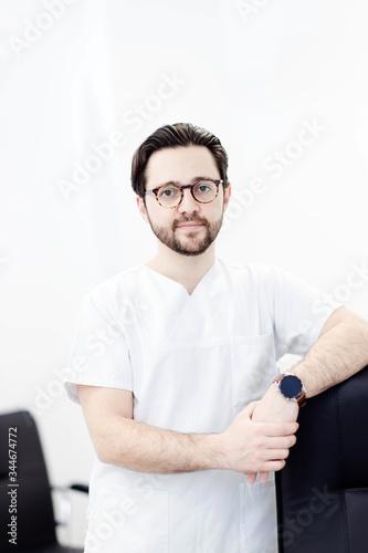 Portrait of handsome doctor brunet man in white coat in medical office with glasses Tapéta, Fotótapéta