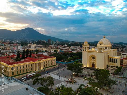 Fototapeta Catedral Metropolitana y Palacio Nacional, San Salvador, El Salvador