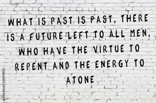 Photo Black painted inscription of smart quote on white brick wall