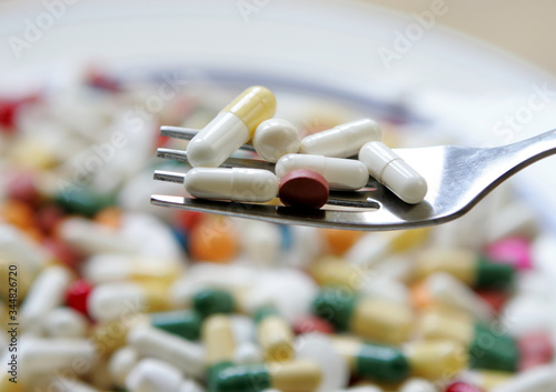 Obraz Pillule de médicament dans assiette - fototapety do salonu