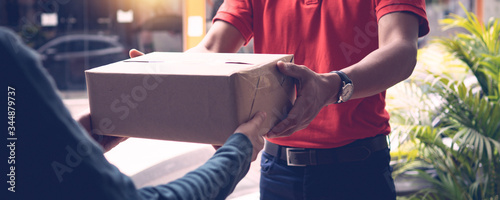 Delivery man by sending box of parcel to customers service at home as having cor Fototapete