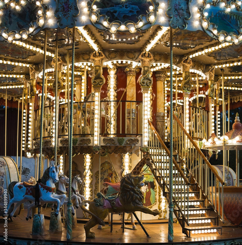 Valokuva Colorful merry-go-round with the night illumination.