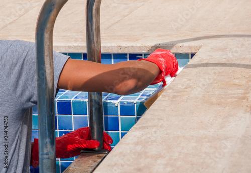 Cuadros en Lienzo repairing and service of the pool