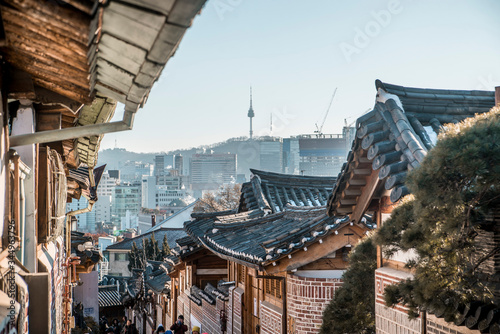 Fotografie, Obraz asian architecture in downtown seoul south korea