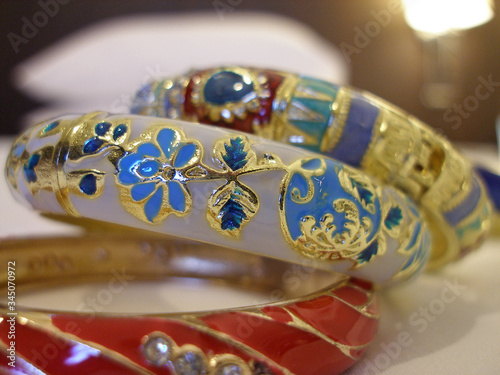 Fotografija Metal enameled beautiful decorative bracelets wrist decoration women inlaid with gold flowers