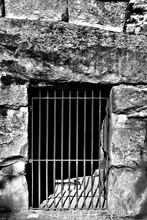 Puerta De Hierro Que Impide El...