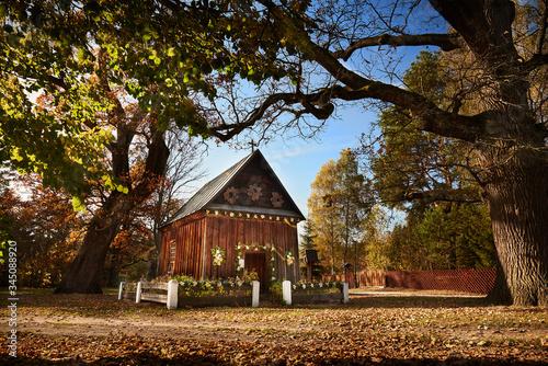 Kaplica pod starymi dębami Billede på lærred