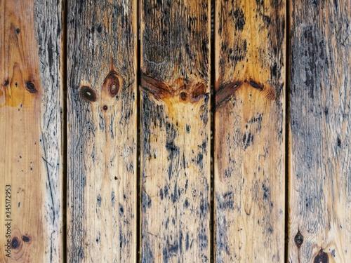 Obraz drewniany stary stolik a może to drewniany stary płot... - fototapety do salonu