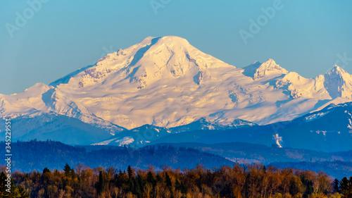 фотография Sunset over Mount Baker, a dormant volcano in Washington State