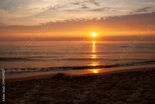 Fototapeta wschód słońca nad Bałtykiem obraz