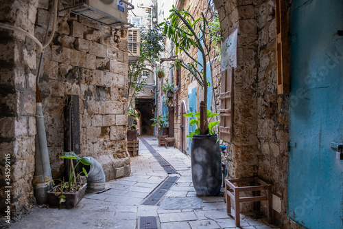 Photo Narrow street in the old city of Acre. Acre or Akko. Israel