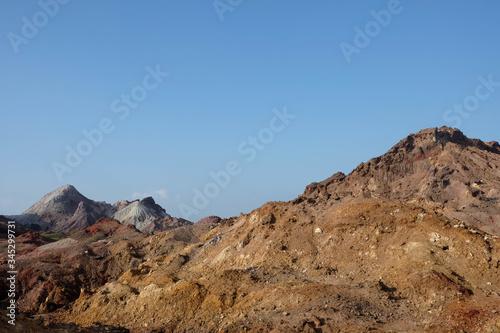 Photo Rocky landscape in the rainbow island of Hormuz, Hormozgan Province, Iran