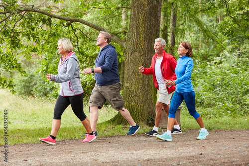 Group of seniors walking or walking Canvas-taulu