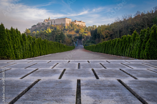 View of the ancient Montecassino Abbey from the underlying boulevard of the Poli Fototapete
