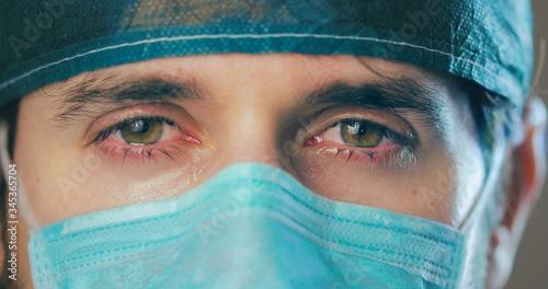Pianto di un medico chirurgo ai tempi del Coronavirus Canvas Print