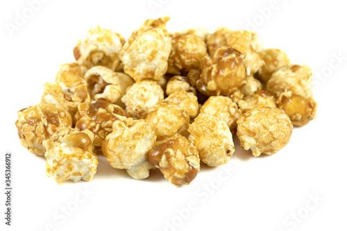 Photo pop corn caramélisé sur un fond blanc