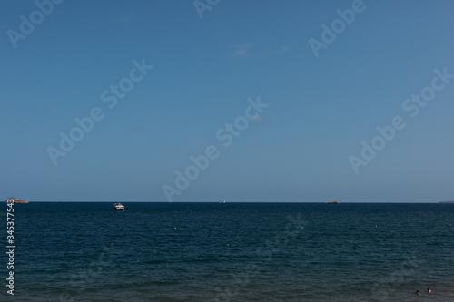 Photo Mar azul y cielo azul