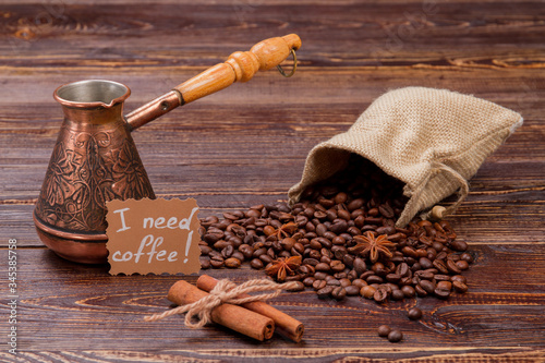 Photo Coffee beans with cinnamon and pot on the table
