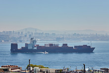 Fully Loaded Container Ship Mo...