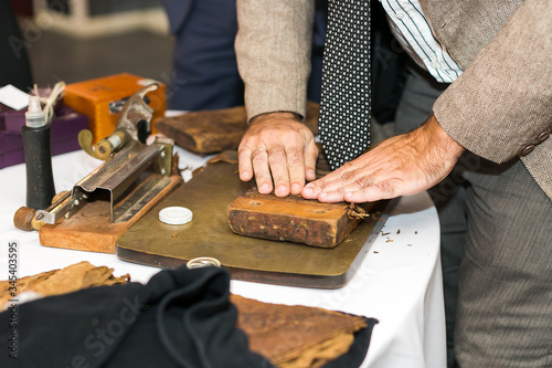 Wallpaper Mural the moment of making an extra class cigar with the help of traditional Cuban production tools