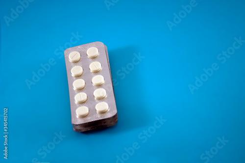 Fototapeta Convolute white pills, vitamins. Pharmacy