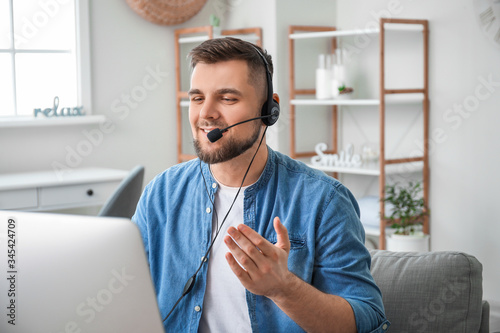 Male technical support agent working at home Fototapet
