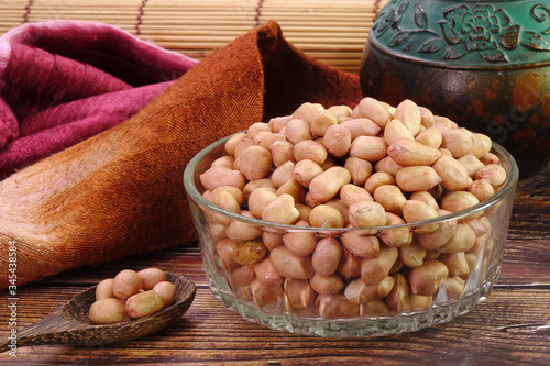Photo Peanut in glass bowl , in traditional Chinese medicine, peanuts are used to improve appetite, regulate blood flow, alleviate insomnia, promote diuresis, and treat edema
