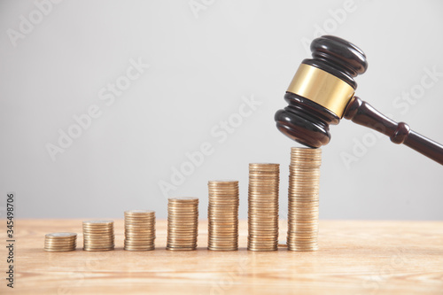 Fotografia Stack of coins with judge gavel.