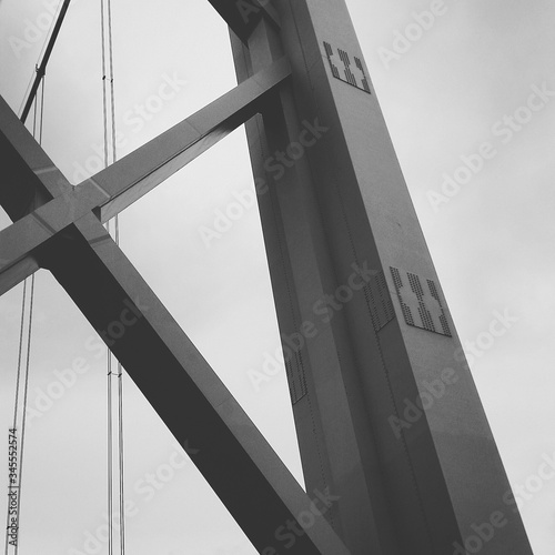 Low Angle View Of Brooklyn Bridge - fototapety na wymiar