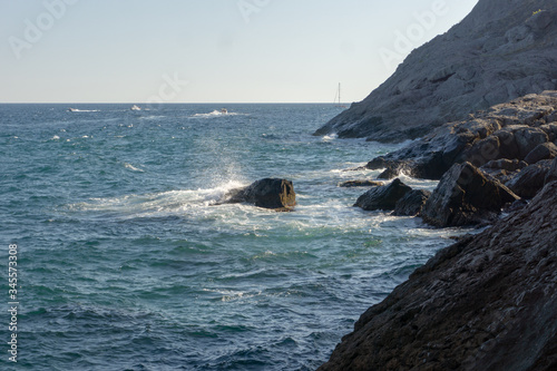 Photo azure sea and rocks