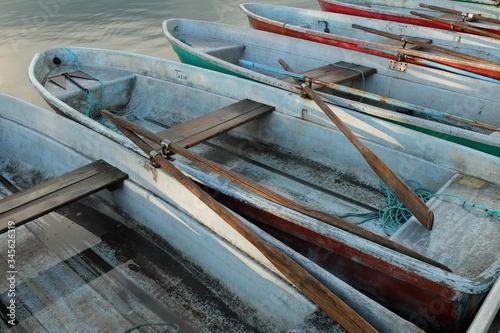 Photo High Angle View Of Boats Moored At Lake