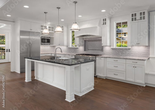 Obraz na plátne Kitchen in new luxury home with hardwood floor and stainless steel appliances