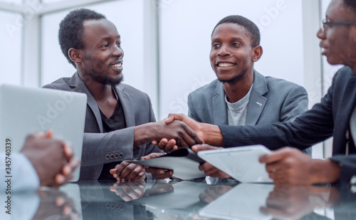 Fototapeta business partners greeting each other with a handshake. obraz