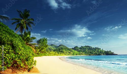 Fotobehang - beach at Mahe island,  Seychelles
