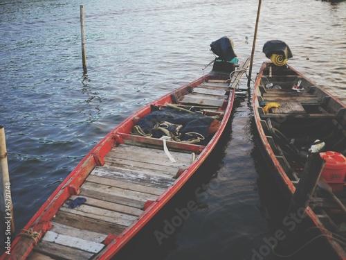 Fotomural Rowboats Moored At Lakeshore