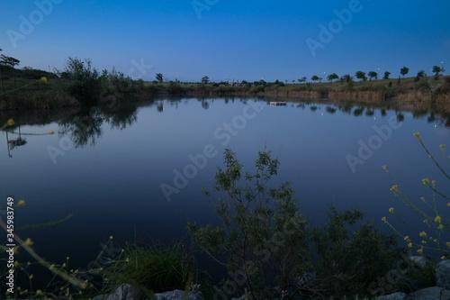 Fototapeta staw wschód słońca woda niebo niebieskie obraz